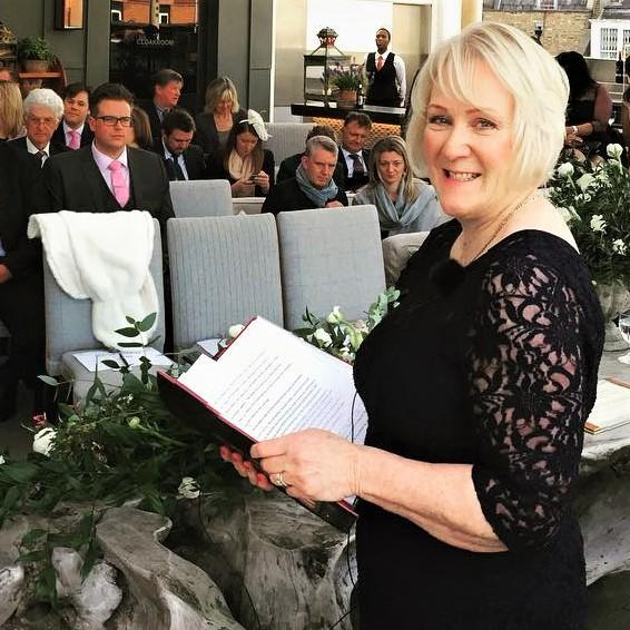 Yvonne Beck -London Celebrant of the Year 2018 by Lux Life Global Awards- ready for the Wedding